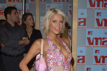2002+MTV+Video+Music+Awards+Arrivals+RXQWu3EKyWkm Paris Hilton has built up a global brand on her sexy image and became ...