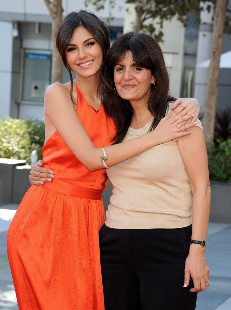 Photo of Victoria Justice & her Mother  Serene Justice