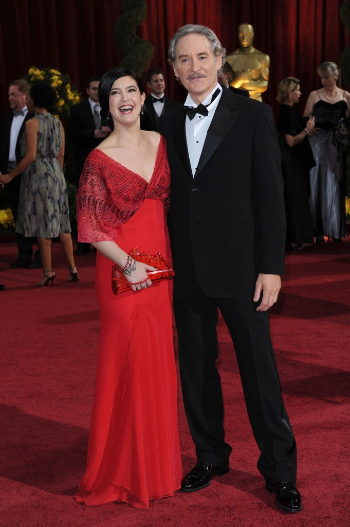 Kevin kline and phoebe cates photos photos 81st annual for Phoebe cates still married kevin kline