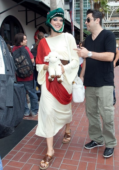 Adrianne Curry at Comic-Con as Raptor Jesus 2  sc 1 st  Zimbio & Adrianne Curry Photos Photos - Adrianne Curry at Comic-Con as Raptor ...