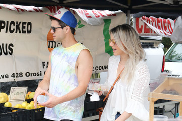 Ali Fedotowsky Celebrities At The Farmer's Market In Los Angeles