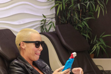 Amber Rose Amber Rose Gets Her Nails Done