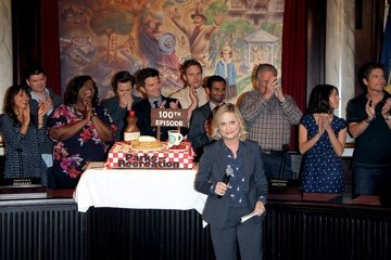 Amy Poehler Nick Offerman 'Parks and Rec' Celebrates Its 100th Episode