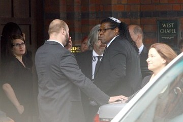 Raye Cosbert Mourners Arrive at Amy Winehouse's Funeral