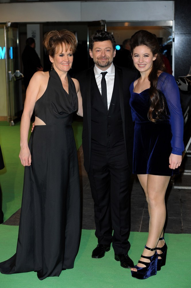 http://www3.pictures.zimbio.com/bg/Andy+Serkis+Hobbit+Unexpected+Journey+UK+Premiere+5f6-YJr5XN7x.jpg