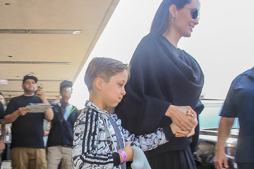 Angelina Jolie Angelina Jolie Arrives in L.A. With Her Family