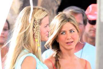Jennifer Aniston Brooklyn Decker Cast and Crew of 'Just Go With It' on Set