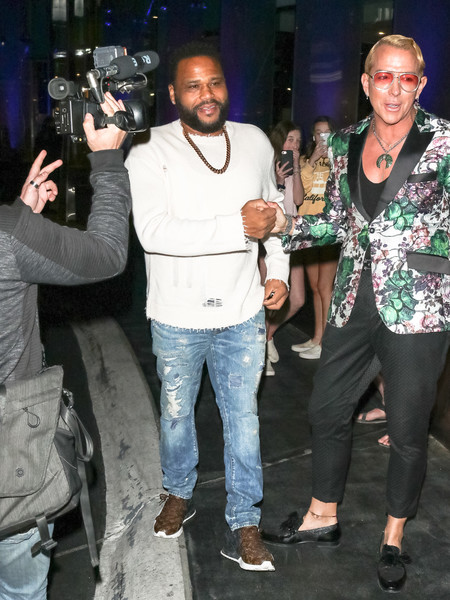 Anthony Anderson outside Sofitel Hotel in West Hollywood