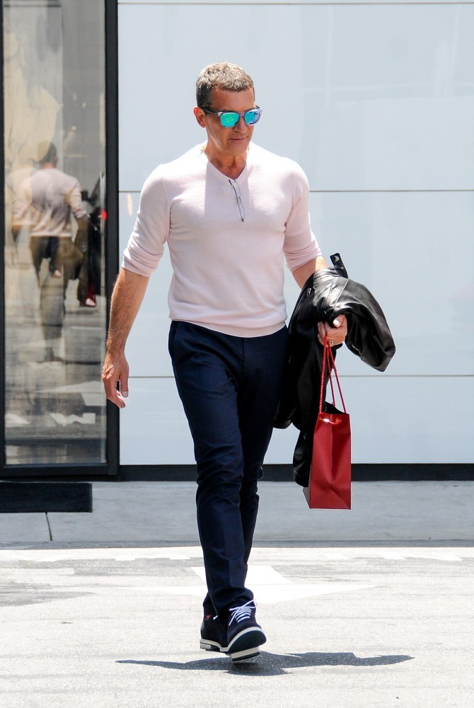 Antonio banderas shops cartier in beverly hills zimbio for Cartier in beverly hills
