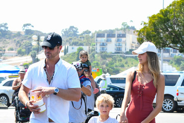 April Love Geary Robin Thicke Runs Rrrands With His Son and Girlfriend