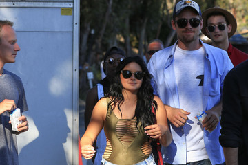 Ariel Winter Ariel Winter Goes Out Walking Barefoot