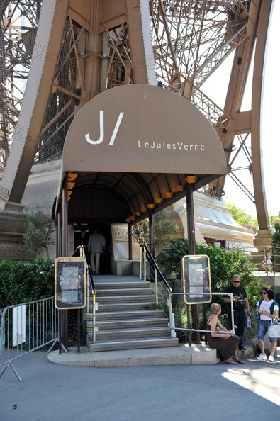 Arnold Schwarzenegger Leaves Lunch At The Eiffel Tower Pictures Zimbio