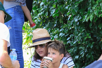 Arthur Bleick Selma Blair and Ron Carlson Are See at the Farmers Market in Studio City
