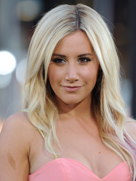 Ashley Tisdale - 'The Lucky One' Premiere