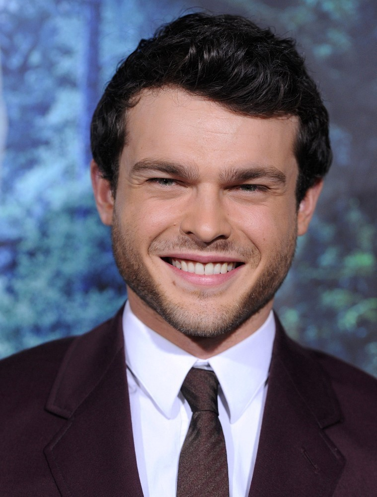 Alden Ehrenreich dating asiatiske damene i usa