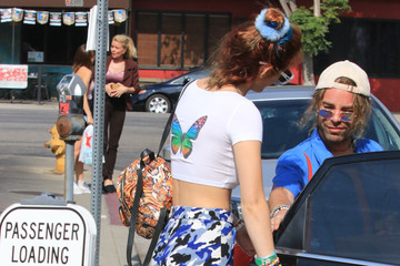 Bella Thorne Bella Thorne Goes Out to Lunch