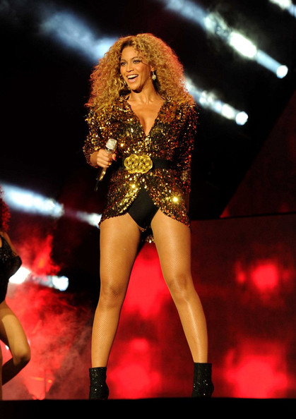 Beyonce Knowles - Beyonce Performs at the Glastonbury Music Festival