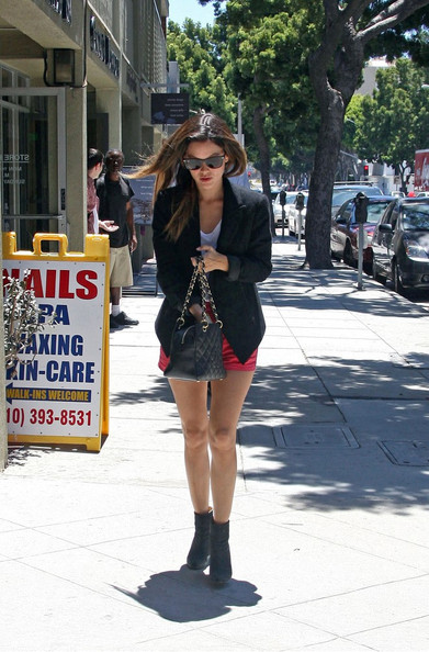 Rachel Bilson feeds her parking meter before meeting up with an unidentified male companion in Santa Monica. The two step into a home decor store and browse the goods, but then leave empty handed.