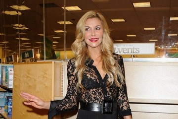 Brandi Glanville Brandi Glanville Signs Copies of Her New Book