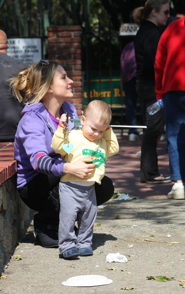 Brooke Mueller Brooke Mueller estranged wife of Charlie Sheen takes twins Max and Bob to Dusty's Bistro then on a train ride in Griffith Park.Pals of Brooke and the 14 month old twins' nanny also come along for the ride.Charlie Sheen was otherwise occupied.
