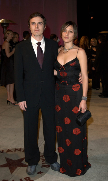 Impressive Summer Phoenix Casey Affleck and Wife 353 x 594 · 54 kB · jpeg