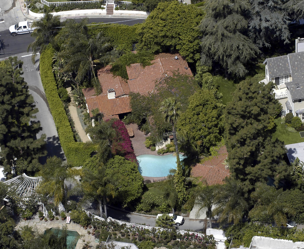 Winona ryder photos photos celebrity homes zimbio for Celebrities that live in hollywood hills