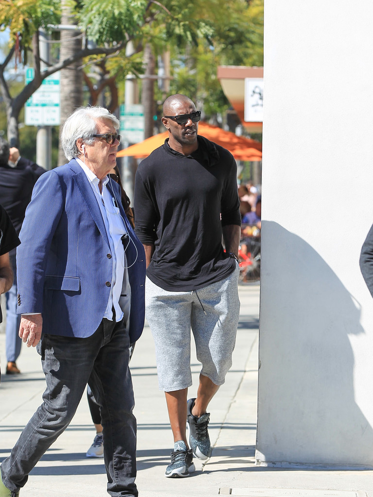 More Celebrity Spotting in Beverly Hills - YouTube