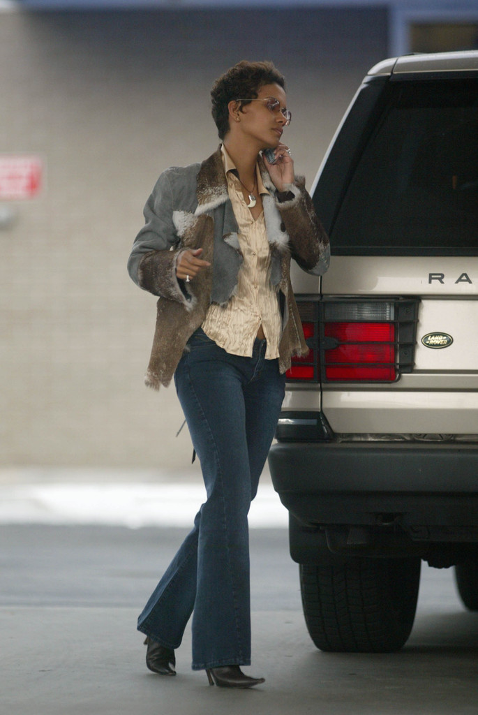 Halle Berry Photos Photos - Cell Phones 2003