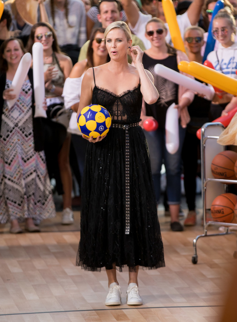 Charlize+Theron+Charlize+Theron+Plays+Basketball+5fEKt_oFC7hx.jpg