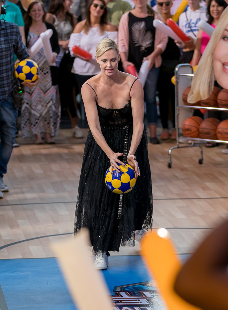 Charlize+Theron+Charlize+Theron+Plays+Basketball+kk6SNeBB_DRx.jpg