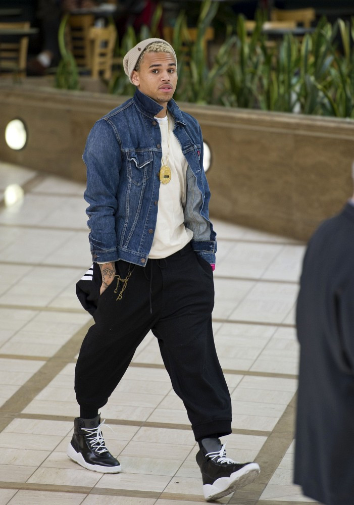 b0319a3b7e4 Latest Pictures of Chris Brown at LAX Wearing a Stopwatch - Chris ...