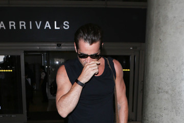 Colin Farrell Colin Farrell Arrives at the Los Angeles Airport
