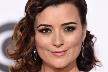 Cote de Pablo Arrivals at the People's Choice Awards