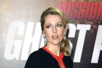 """Gillian Anderson Cruise poses for """"Mission: Impossible 4"""""""