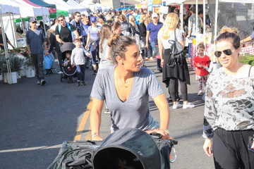 Dania Ramirez Dania Ramirez Shopping at the Farmers Market
