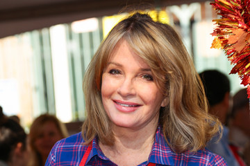 Deidre Hall Celebrities Are Seen at LA Mission Thanksgiving Dinner for the Homeless