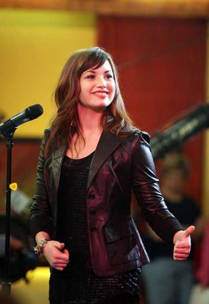 Demi Lovato Outside GMA لاتفوووووووتكم Demi%20Does%20GMA%20o1D65Fur_PDl