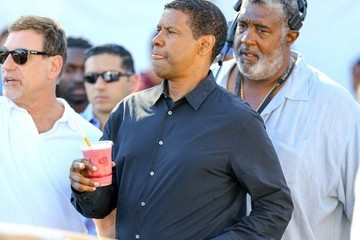 Denzel Washington Denzel Washington Drops by 'Extra'