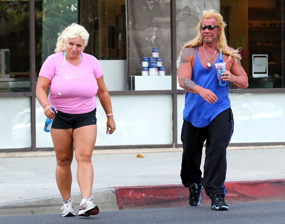 Beth chapman in dog and beth chapman go tanning zimbio for Dog the bounty hunter divorce beth