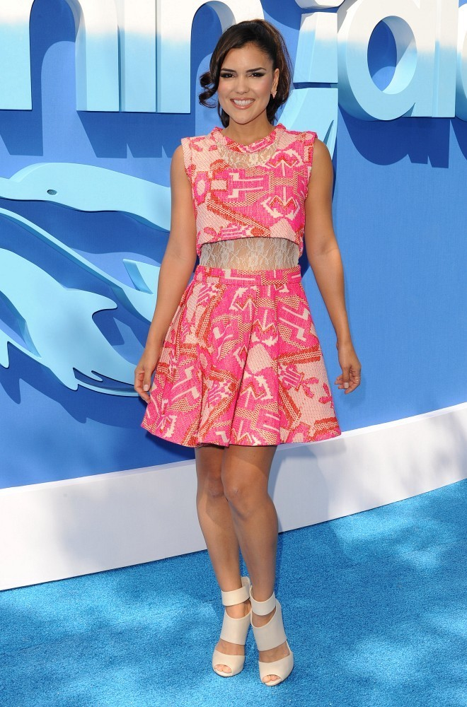 Betsy Landin Photos Quot Dolphin Tale 2 Quot World Premiere 10 Of 25 Zimbio