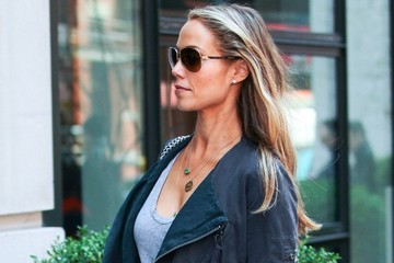 Elizabeth Berkley Elizabeth Berkley Goes Shopping