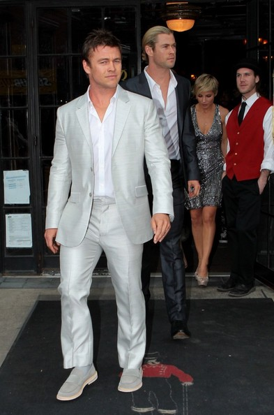Chris Hemsworth Hangs Out With Family