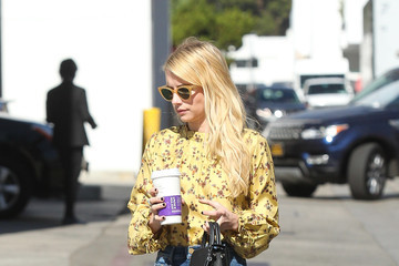 Emma Roberts Emma Roberts Goes Out in a Colorful Coffee Run
