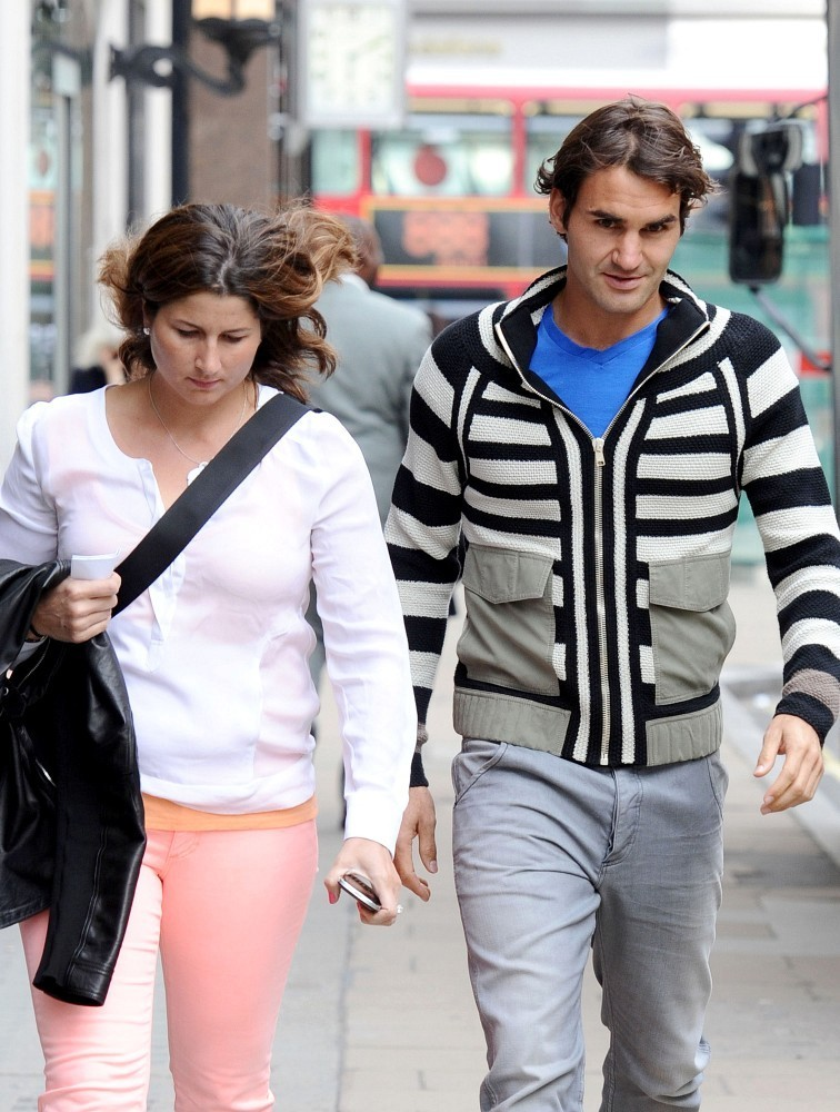 Fotos de la parejita - Página 11 Federer+wife+out+London+HoCqWsbK7qyx
