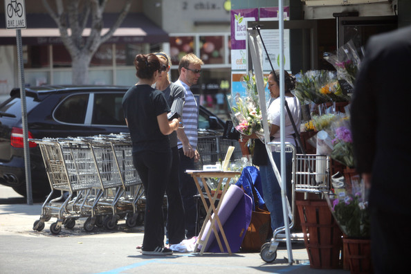 Gary Barlow part du Wholefoods Market 10/05/2010 Gary+Barlow+is+a+Flower+Man+Grblg-jEDfYl