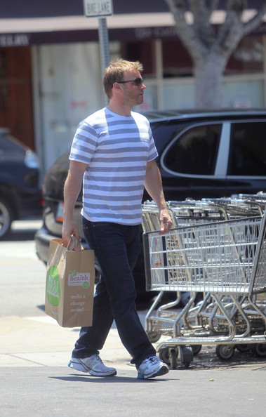 Gary Barlow part du Wholefoods Market 10/05/2010 Gary+Barlow+is+a+Flower+Man+_zb_RmlN76yl