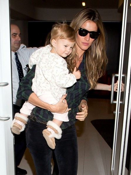 Photo of Gisele Bündchen & her Daughter  Vivian Lake Brady