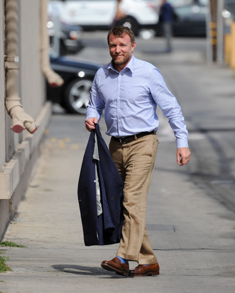 http://www3.pictures.zimbio.com/bg/Guy+Ritchie+Guy+Ritchie+Jimmy+Kimmel+Live+AyCnvDoqb55l.jpg