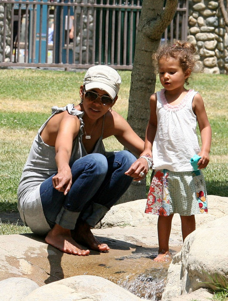 halle berry daughter nahla 2011. Halle Berry and Nahla at the