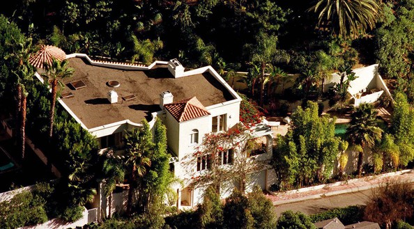 Halle berry photos photos celebrity homes zimbio for Celebrities that live in hollywood hills